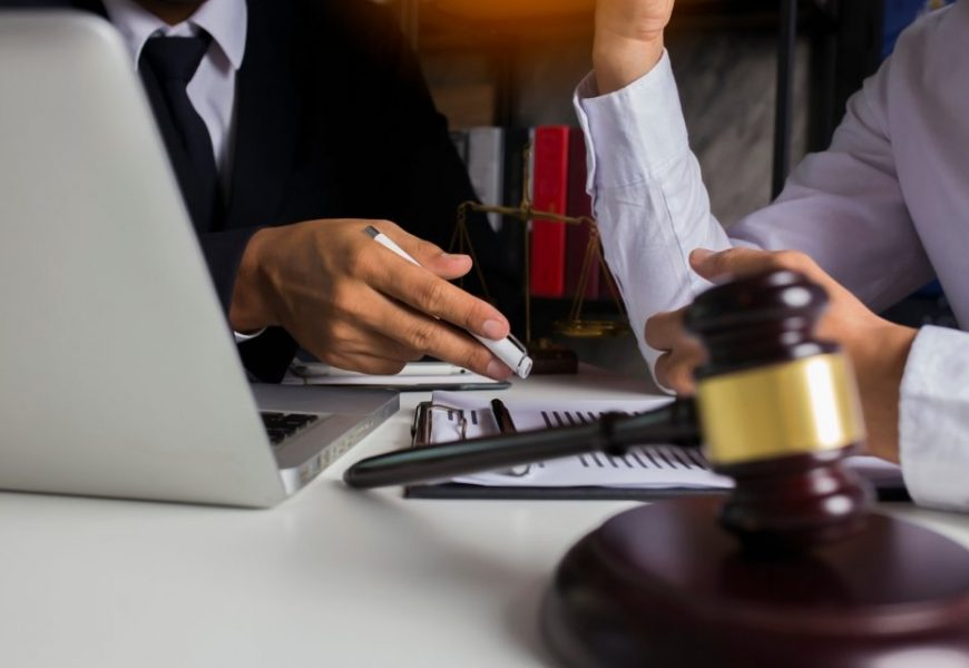 Essential Reasons for Hiring an Employment Lawyer